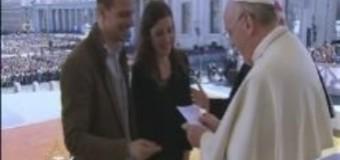"""البابا فرنسيس يلتقي المخطوبين """""""
