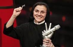 راهبة دخلت عالم الغناء و جذبت معها العالم الى الصلاة